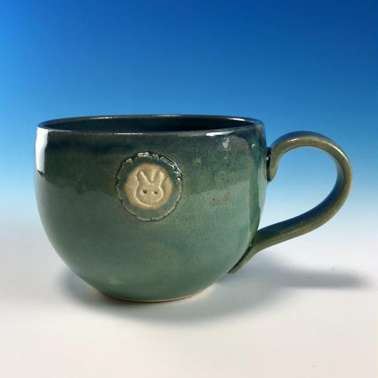 【M216】海の色のマグカップ大(エンブレム付き・うさぎ印)
