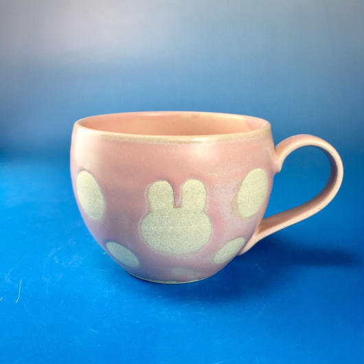 【M075】丸いフォルムのうさぎ水玉模様のマグカップ大(マカロンピンク色・うさぎ印)
