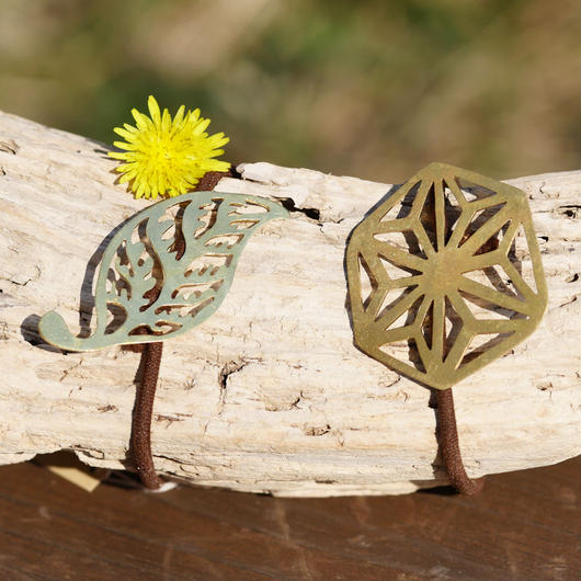 真鍮へアゴム 葉っぱ麻柄手彫り天然石
