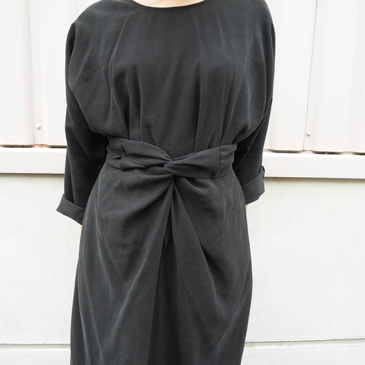 フロントクロスデザインBLACK DRESS