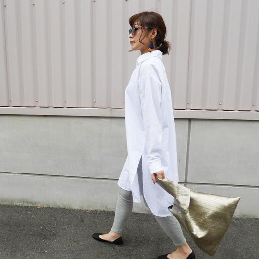 サイドスリット白シャツ