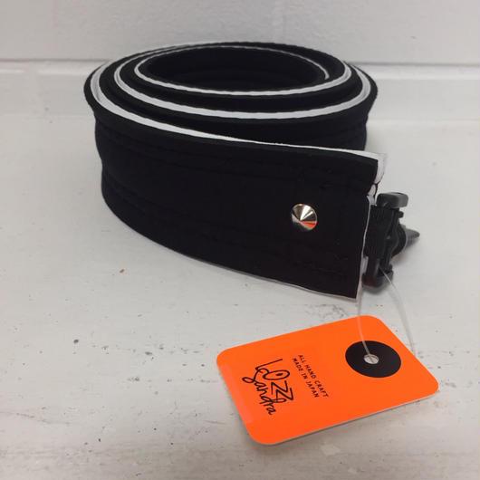 Lozz Sandra/shoulder strap /white x black /silver studs
