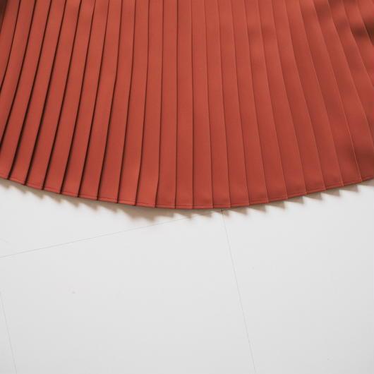 "Graphpaper ""Satin Easy Pleat Skirt"" Brick"
