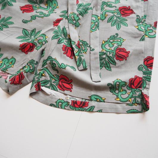 "UNUSED ""UW0651 Rose Pattern Shorts."" Gray unisex"