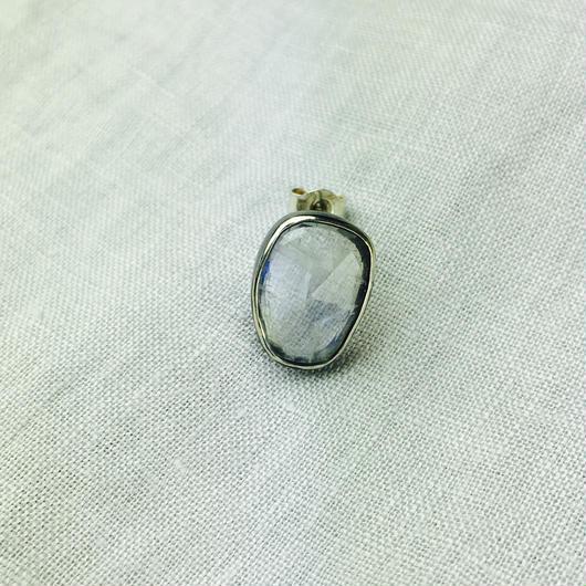ishi jewelry / earring sencillo moonstone /イシ ジュエリー /  シルバー片耳ピアス / ムーンストン