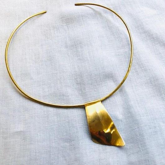 cinq / pytha neck cuff / brass / シンク/ 真鍮ネックカフ