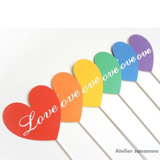 【6本セット】<ビビッド/レインボー>ハート型「Love」フォトプロップス(手のひらサイズ)