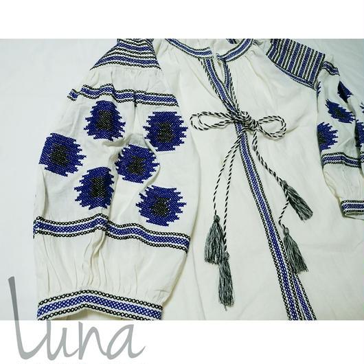 モラ刺繍ブラウス