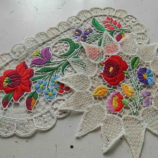 花の刺繍テーブルセンター