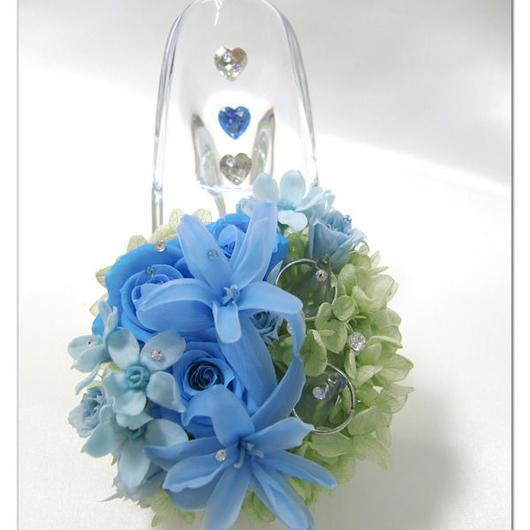 【プリザーブドフラワー/ガラスの靴リングピロー】ブルーのお花に紫陽花のグリーンとスワロフスキーの輝きを添えて