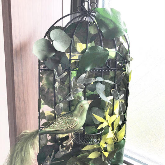グリーンの木漏れ日鳥カゴの壁掛けアレンジ/プリザーブドフラワー