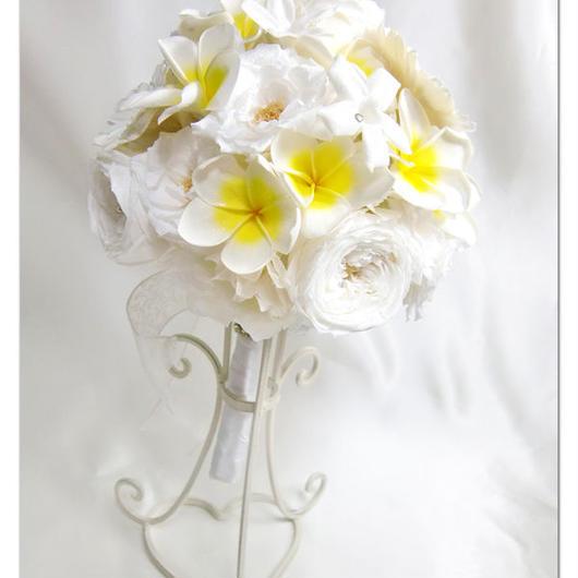 【プリザーブドフラワー/ウェディングブーケ】純白の白い薔薇とガーベラにプルメリアの日だまりと幸せをのせて