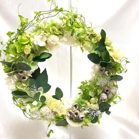 【プリザーブドフラワーリース/紫陽花にグリーンと小花と実物をかざって/ラッピング付き】