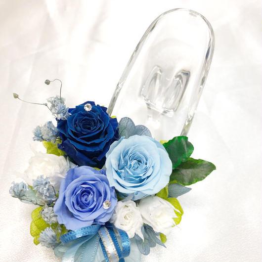 【プリザーブドフラワー/ガラスの靴ミニシリーズ】ブルーと白の可愛いミニ薔薇たちのガラスの靴【フラワーケースにリボンラッピング付き】