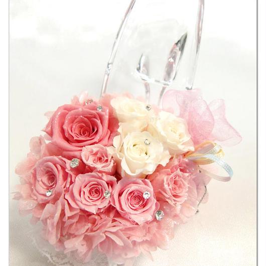 【プリザーブドフラワー/ガラスの靴シリーズ】薔薇とフリルレースをまとってお姫様になった夢を見ているガラスの靴