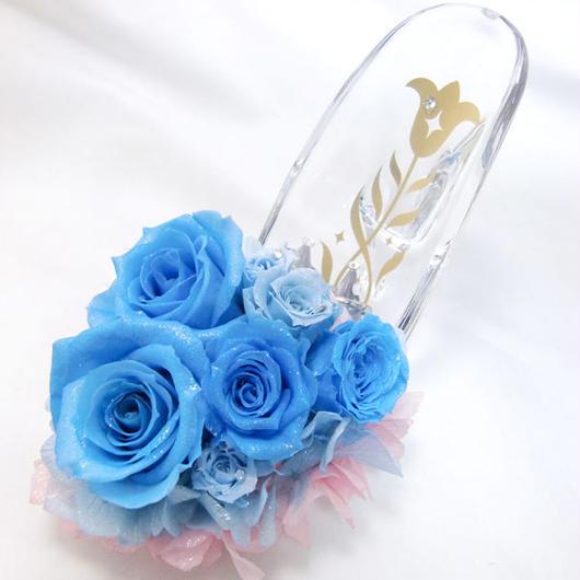 【プリザーブドフラワー/ガラスの靴リングピロー】寄り添うようなブルーの薔薇に愛らしいミニ薔薇を添えて