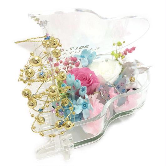 【プリザーブドフラワー/グランドピアノリングピロー】ピンクと白の薔薇が寄り添うように聴いているエンジェルの優しいメロディ