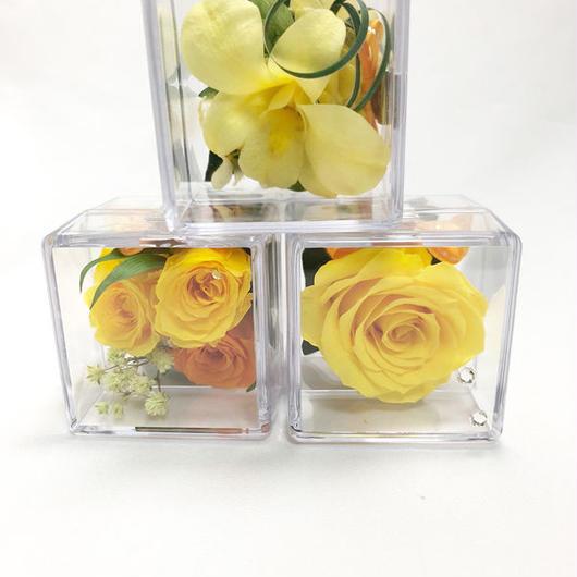 クリアキューブの中に咲く黄色い花たちの時間/プリザーブドフラワー/ギフトボックス付き