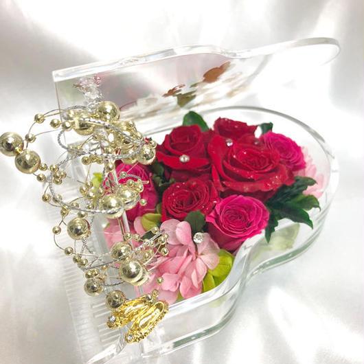 【プリザーブドフラワー/グランドピアノシリーズ】深紅の薔薇とベリーローズの奏でる金色の魔法と情熱の音色に輝きを添えて【リボンラッピング付き 送料無料】