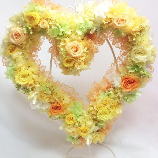 【プリザーブドフラワー/ハートリースアレンジ】黄色の明るい薔薇たちがハートのかたちに込めた幸せのメッセージ
