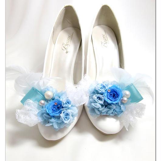 【プリザーブドフラワー/シューズクリップ/靴に付けるアクセサリー】ブルーローズと羽飾りとレースのプリンセスの輝きをまとって【 ラッピング付き】