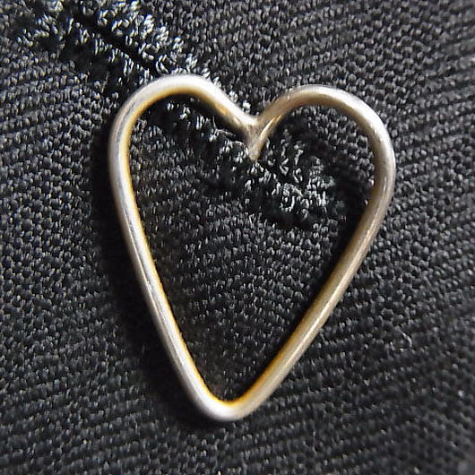 "lapel pin ""HEART"""