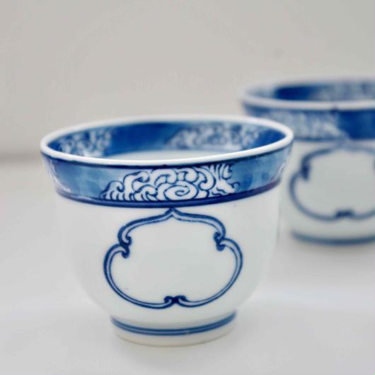 有田焼の湯飲み ブルー&ホワイト