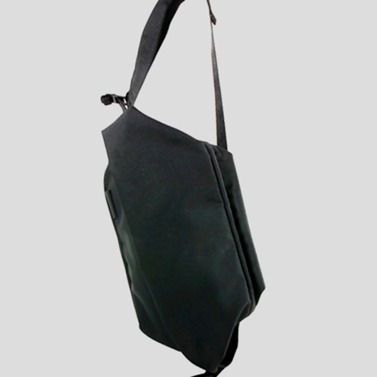【28499】日本限定 ECO YARN_ISARAU [JAPAN LIMITED] - BLACK メッセンジャーバッグ