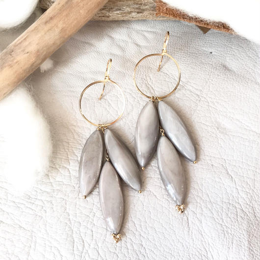 14KGF Light Gray Shell Boho Earrings