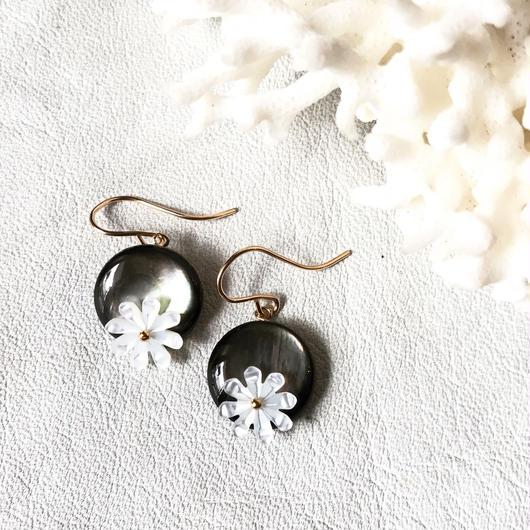 14KGF Tahitian Black Shell & Tiare  Short Earrings
