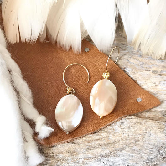 14KGF Latte Shell Simple Earrings