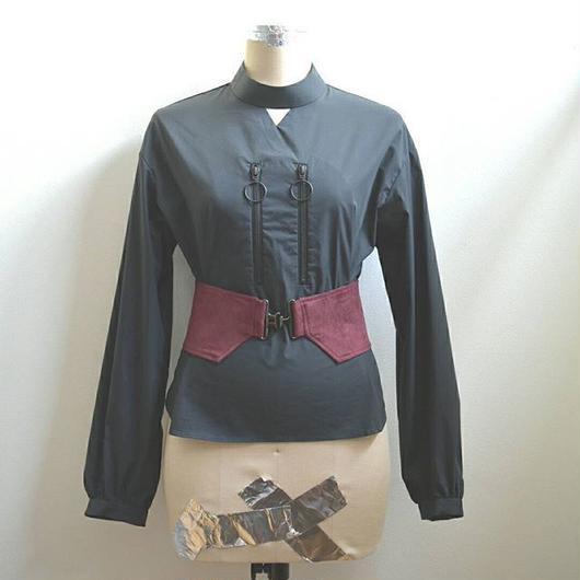 comer belt double ring zip blouse BLACK×BORDEAUX