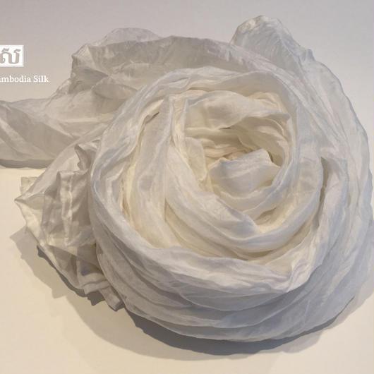 ソウタカンボジアシルク カンボジアシルクスカーフ シルクスカーフ スカーフ 手織りスカーフ アジアンスカーフ アジアン雑貨 アジアンショップ  シルク雑貨 シルクショップ ホワイト ファッション