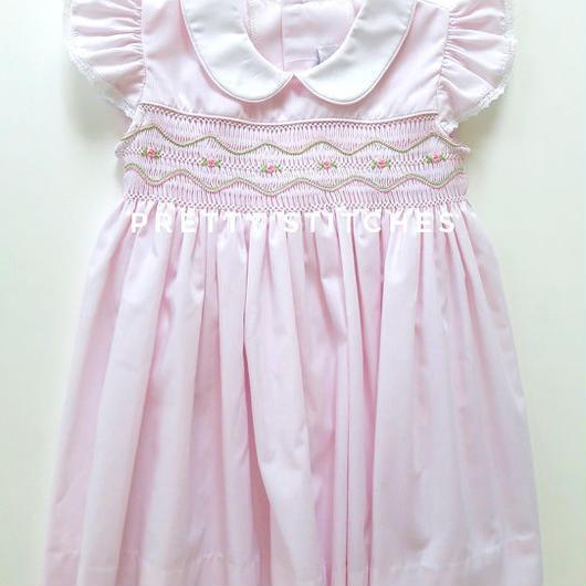 ピンク薔薇がポイントのスモッキング刺繍ワンピース(70cm)