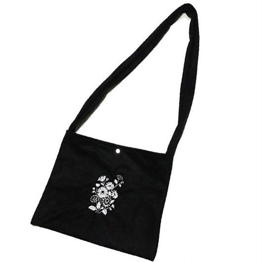 フラワー刺繍 スエードサコッシュバッグ/black