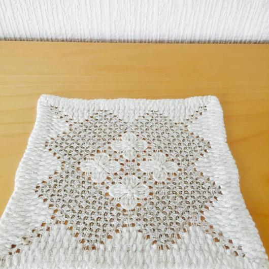 ナーベルソム刺繍のドイリー