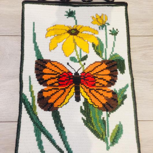 タペストリー/トヴィスト刺繍/チョウチョとお花柄