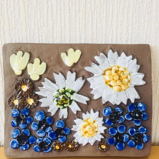 Jie Gantofta/ジィガントフタ/陶板/青い小花と大輪の白いお花柄