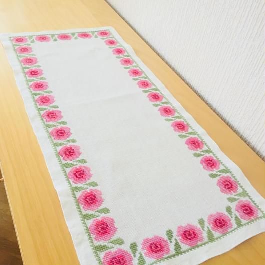 刺繍のセンタークロス/リネン/ピンクの薔薇