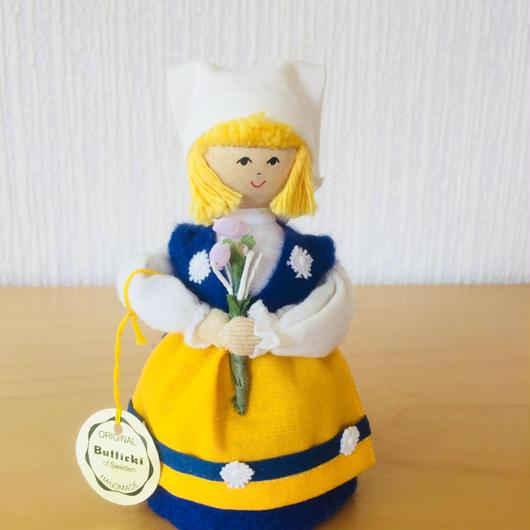 Hemslöjd/スウェーデンの民族衣装を着た女の子/木製ハンドメイド人形