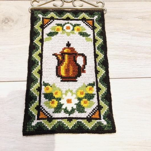 タペストリー/トヴィスト刺繍/コーヒーポットとお花柄