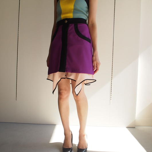 AKANE  UTSUNOMIYA/裾フリルミニスカート