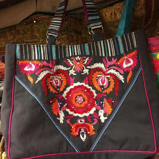 フラワー刺繍バッグ