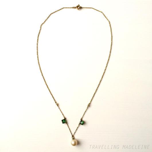 グリーンスクエアグラス&パール シンプルネックレス Green Square Glass & Faux Pearl Necklace (W17-117N)