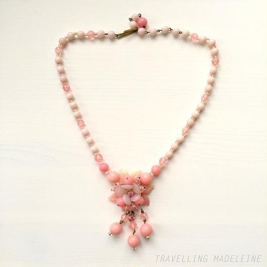 プラスチックビーズ ピンク フラワーブーケ ネックレス Plastic Beads Pink Flower Bouquet Necklace (W18-73N)