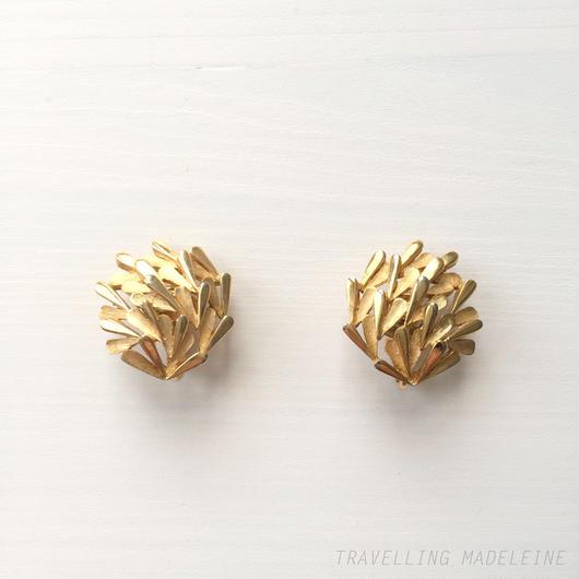 Trifari トリファリ ゴールド ハートモチーフ クリップイヤリング Trifari Gold Heart Motif Clip Earrings (Sp18-64E)