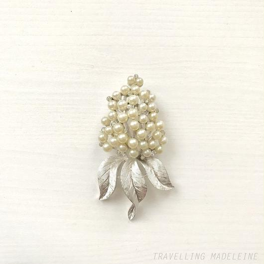 TRIFARI Silver Leaf & Pearl & Rhinestone Hydrangea  brooch シルバーリーフ&パール&ラインストーン アジサイ ブローチ(Su18-143B)
