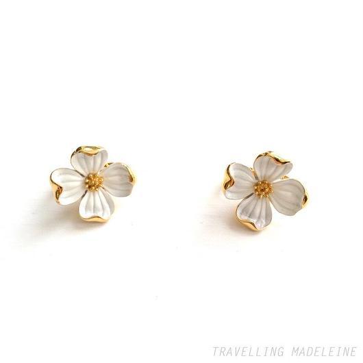 Trifari エナメル 白花 クリップイヤリング Trifari Dogwood Flower Clip Earrings(Su17-105E)