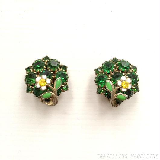 Weiss ワイス グリーンビジュー エナメル花 クリップイヤリング Weiss Green Rhinestone & White Flower Clip On Earrings (Sp18-21E)