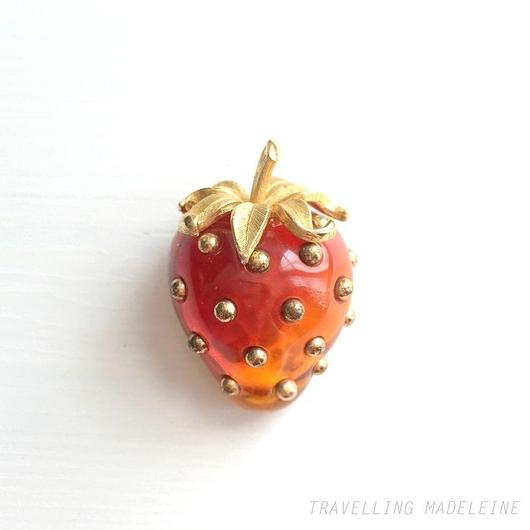 トリファリ いちご ブローチ Trifari Strawberry Brooch(Su18-165B)